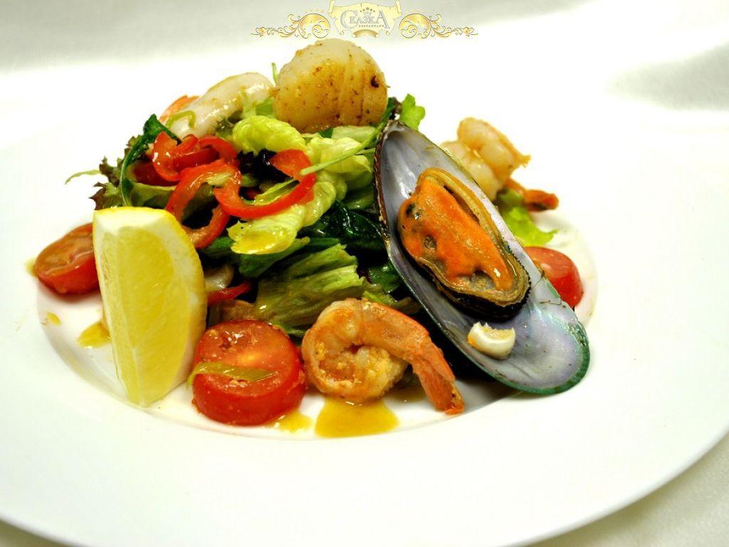 Салат из кальмаров креветок и мидий рецепты